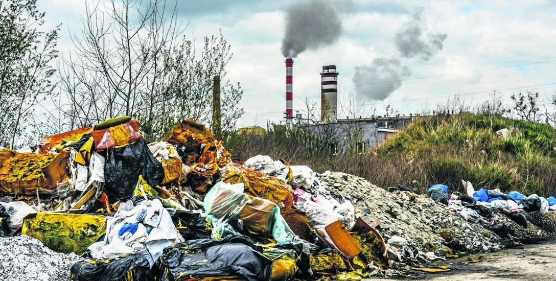 Na terenie Dawnego zachemu ekologią mało kto się teraz przejmuje. To jedno z niczyich wysypisk śmieci.