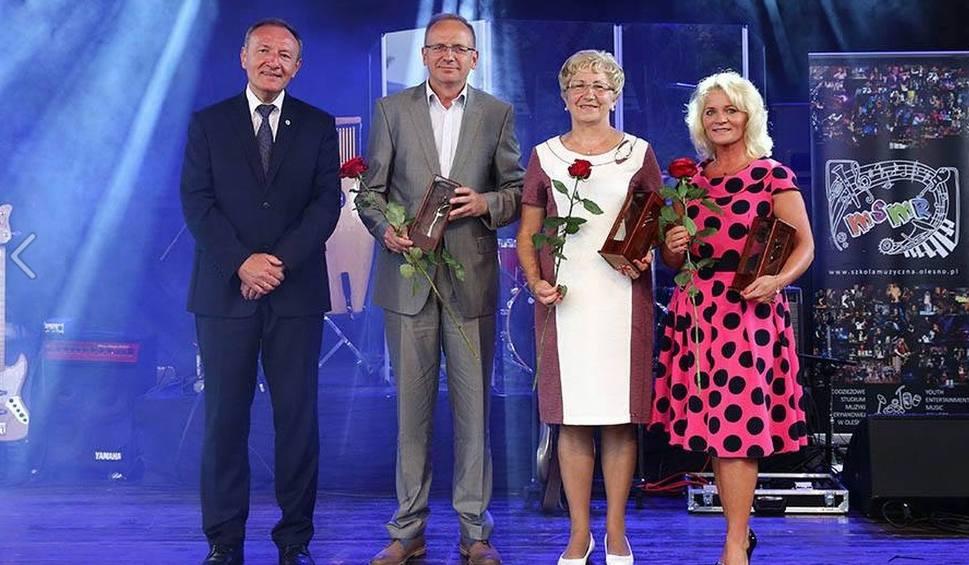 Film do artykułu: Dostali Róże Olesna w wypełnionym amfiteatrze