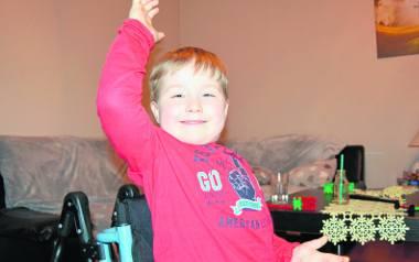 Szymon jest niezwykle żywym i wiecznie uśmiechniętym dzieckiem.To pomaga przetrwać trudne chwile