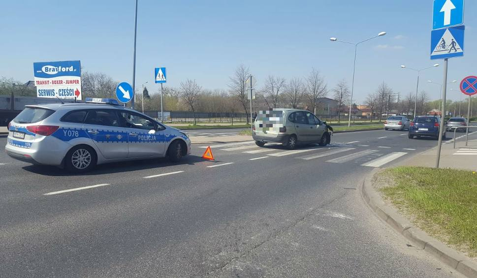 Film do artykułu: Dwa dni po potrąceniu rowerzystki kolejne zdarzenie na skrzyżowaniu Maratońska - Dębowa w Radomiu. Tym razem potrącona kobieta na pasach