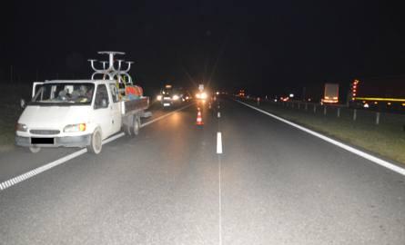 Śmiertelny wypadek na S8 koło Wieruszowa. 37-latek wypadł z samochodu w czasie jazdy [ZDJĘCIA]