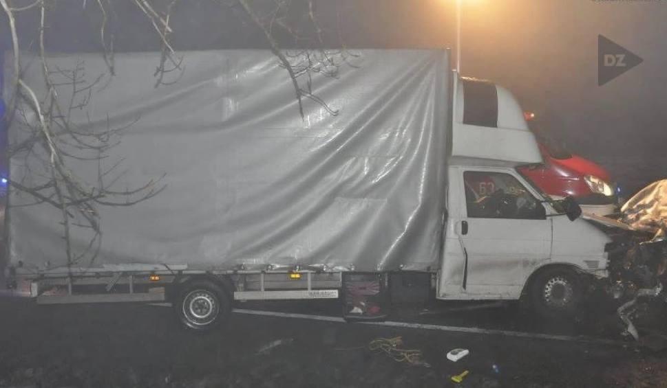 Film do artykułu: Jeden wyprzedzał, drugi jechał z pijanym kierowcą. Obaj nie żyją RAPORT NOGA Z GAZU