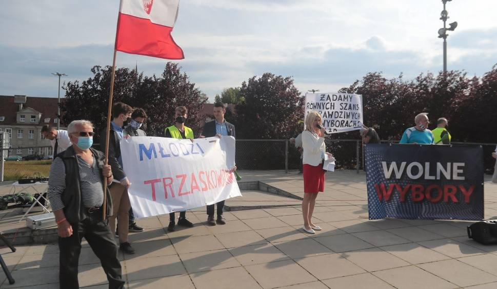 """Film do artykułu: Marsz Wolne wybory w Szczecinie. """"Nadal chcemy żyć w demokracji, a nie w dyktaturze"""". Zobacz zdjęcia"""