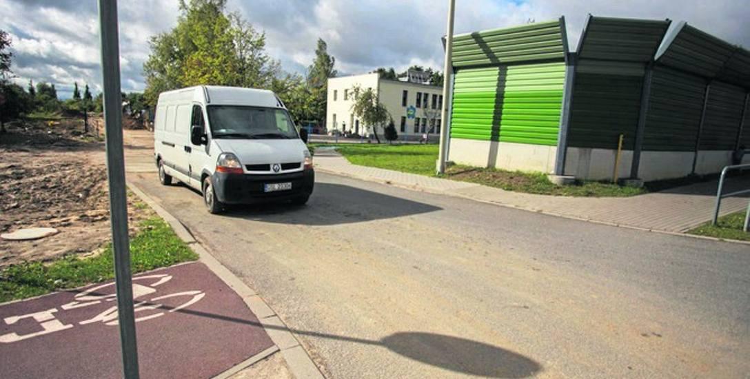 Ul. Sławieńska to propozycja ratusza dla ulicy wyłożonej z płyt przez prywatnego inwestora