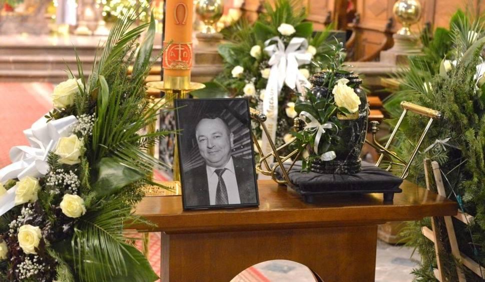 Film do artykułu: Rodzina i przyjaciele pożegnali Macieja Topolskiego, kieleckiego dziennikarza, byłego rzecznika firmy Kolporter (ZDJĘCIA)