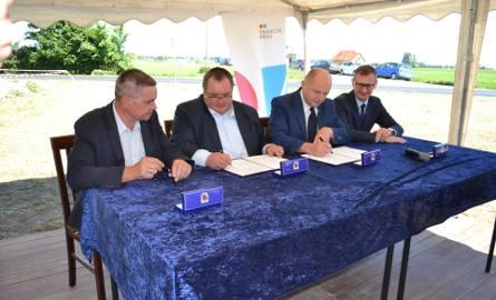 Gdy w maju podpisywano umowę mówiono o 7-miesięcznym terminie wykonania inwestycji i finale w grudniu. Teraz ZDW informuje, że prace mogą potrwać do
