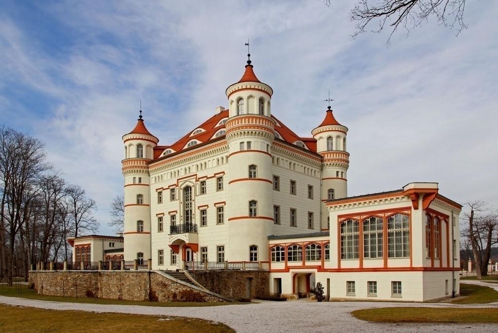 Pałac w Wojanowie jest po odrestaurowaniu prawdziwą perłą tej części Europy