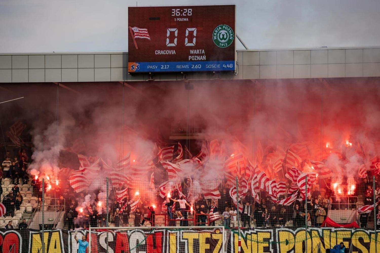 Kibice Cracovii wspierali piłkarzy