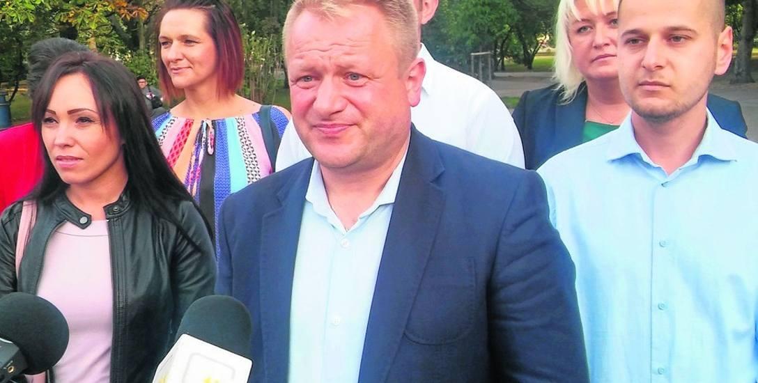 Jacek Woźniak (na pierwszym planie) jest kandydatem na prezydenta Kołobrzegu
