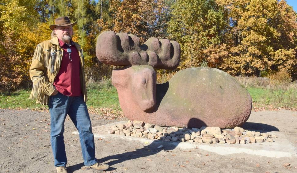 Film do artykułu: Rzeźba łosia już w Kielcach jest. Potrzebne jeszcze rondo imienia Stefana Maja [ZDJĘCIA, WIDEO]