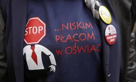 Przedstawiciele Związku Przedsiębiorców i Pracodawców są zdania, że nauczyciele potrzebują podwyżek, ale strajk podczas najważniejszych egzaminów uderzy
