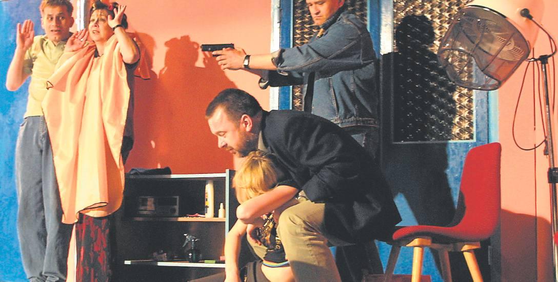 """""""Szalone nożyczki"""" już od 15 lat goszczą na scenie Wrocławskiego Teatru Komedia. I nadal mają się świetnie. Bilety sprzedają się na pniu"""