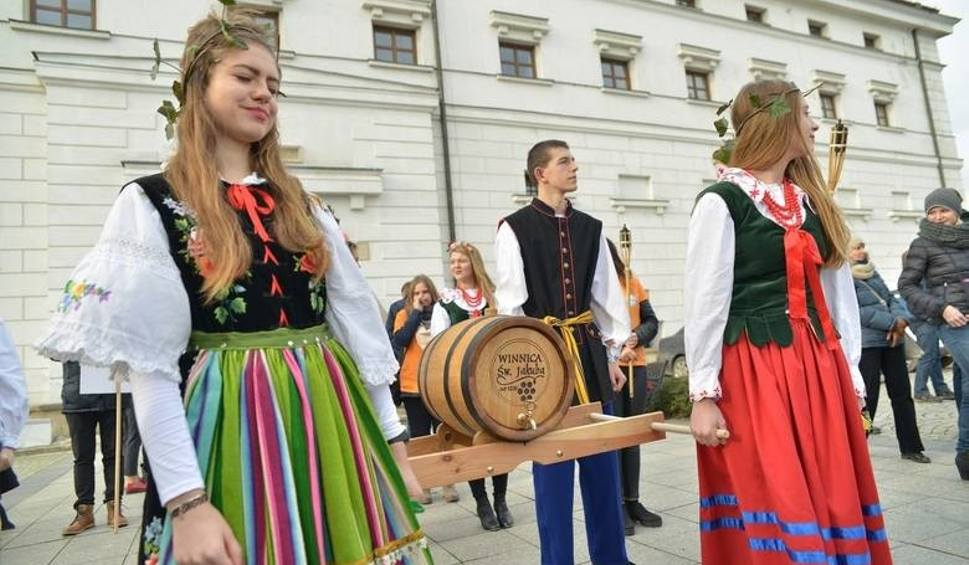 Film do artykułu: W ten weekend Święto Młodego Wina w Sandomierzu. Organizatorzy przygotowali moc atrakcji [LISTA WINNIC]