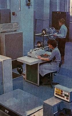Odra 1305 to polski komputer produkowany seryjnie od 1973 w Zakładach Elektronicznych Elwro we Wrocławiu (na zdjęciu prace przy tym sprzęcie w latach