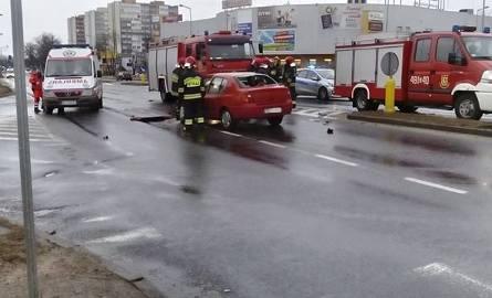 Wypadek w centrum. Trzy osoby ranne