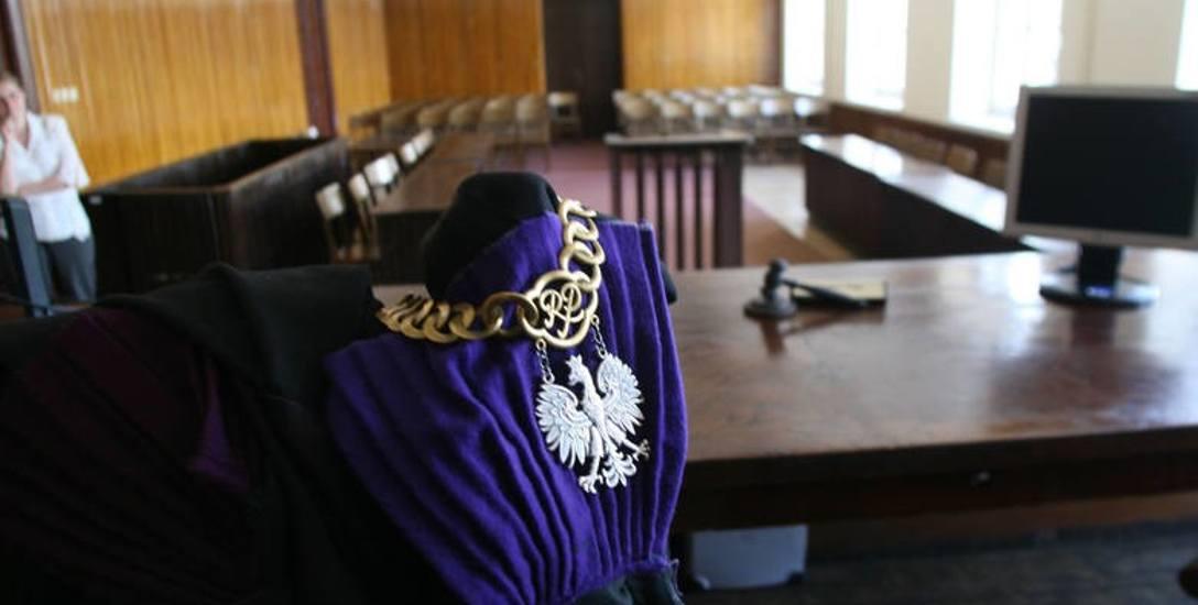 Burmistrz Michał Matyskiel idzie do sądu ze starostą Piotrem Rećką