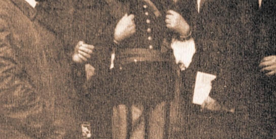Tak prezentował się Wincenty Kaźmierczak w stroju łowickim na archiwalnym zdjęciu udostępnionych nam przez UM Łowicz