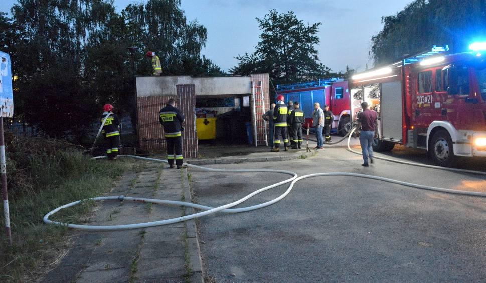 Film do artykułu: Dym nad ulicą Jagiellońską w Kielcach. Strażacy w akcji [ZDJĘCIA]