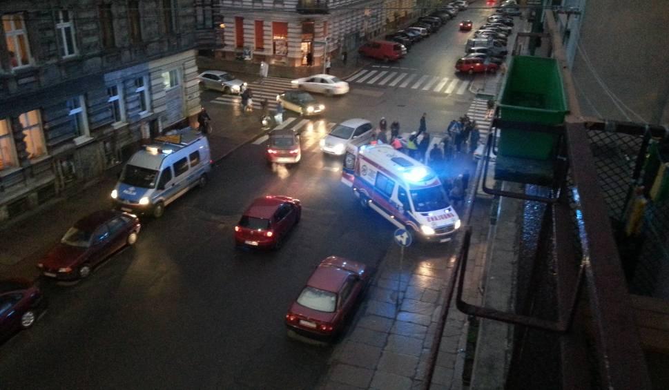 Film do artykułu: Wypadek na ul. Królowej Jadwigi. Samochód potrącił pieszą