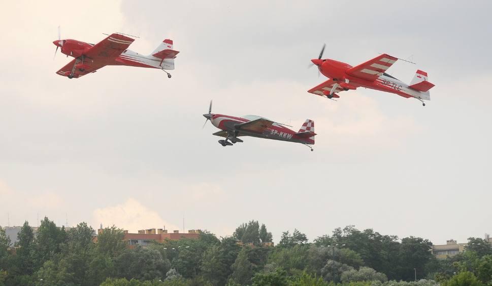 Film do artykułu: Kraków. Piknik Lotniczy wznowiony po ulewie [ZDJĘCIA, WIDEO]