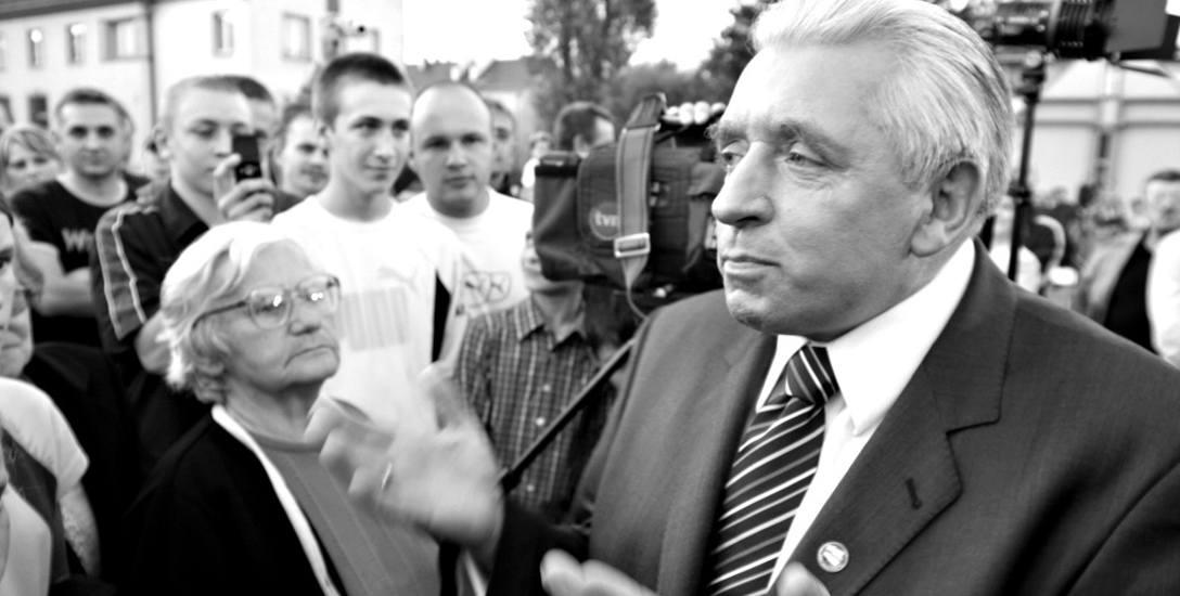 """Spotkanie przewodniczącego """"Samoobrony"""" A. Leppera z mieszkańcami miasta"""