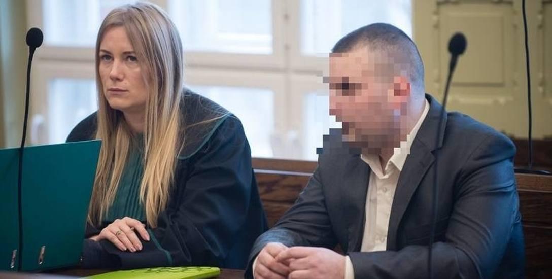 Oskarżonego Bartosza D. broni adwokat Katarzyna Bórawska. 30-latek twierdzi, że pijany przewrócił się na psa, ale go nie bił i nie kopał