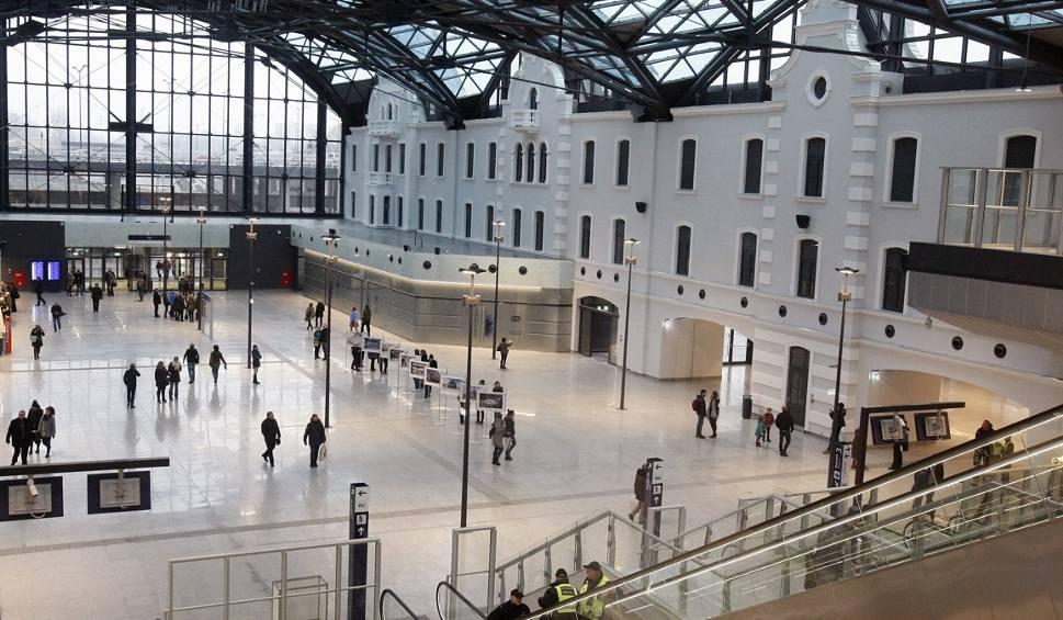 Film do artykułu: Dworzec Łódź Fabryczna. PKS Łódź przeniósł przystanek autobusowy z pl. Dąbrowskiego na dworzec