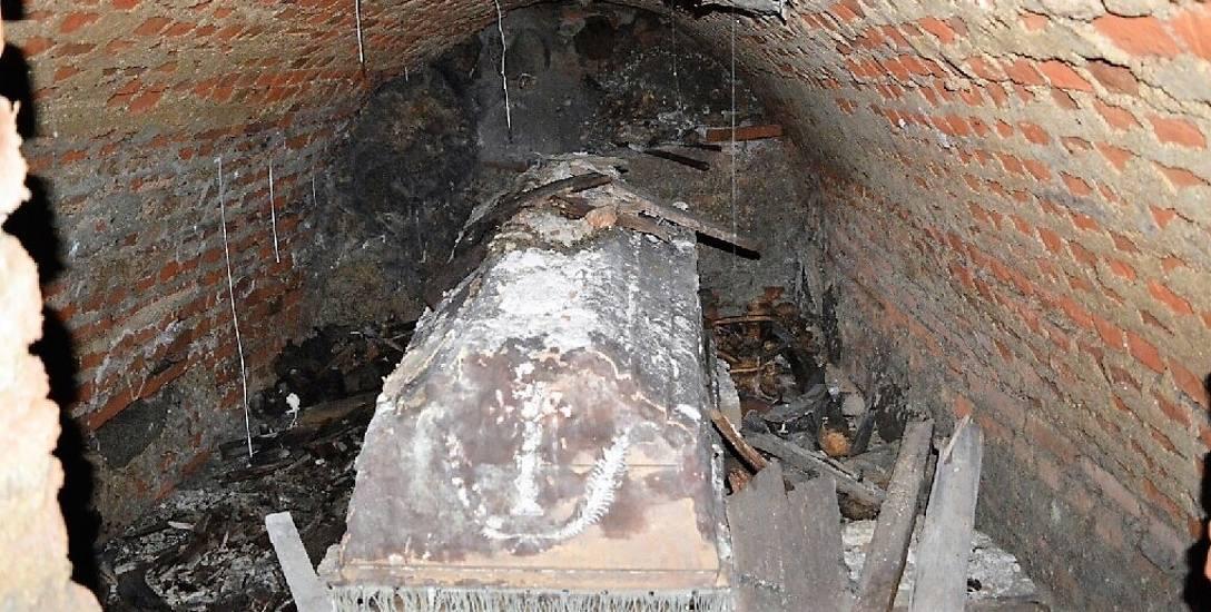 W krypcie północnej archeolodzy odkryli trumnę ze szczątkami ks. Józefa Turkowskiego