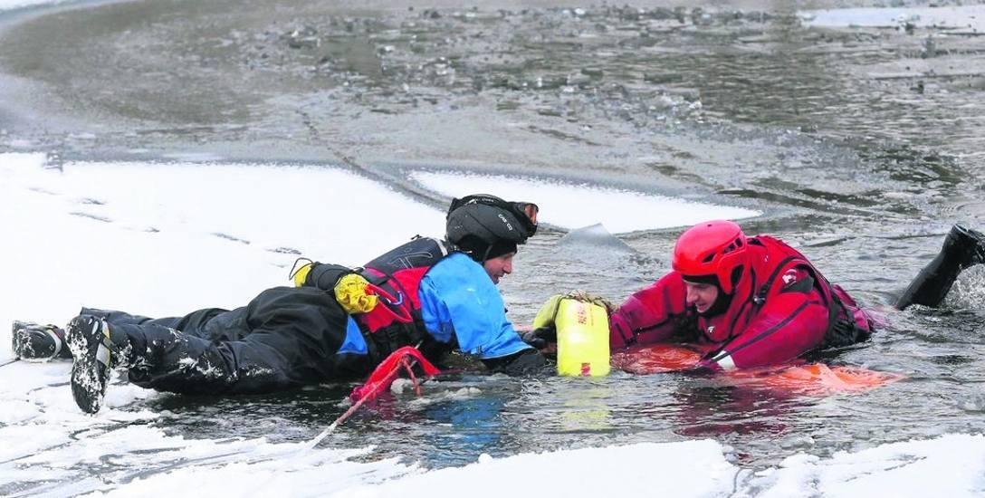 Chłopca spod lodu wyciągnęli w poniedziałek członkowie Specjalistycznej Grupy Ratownictwa Wodno-Nurkowego. Wczoraj natomiast mieli ćwiczenia w Bytom