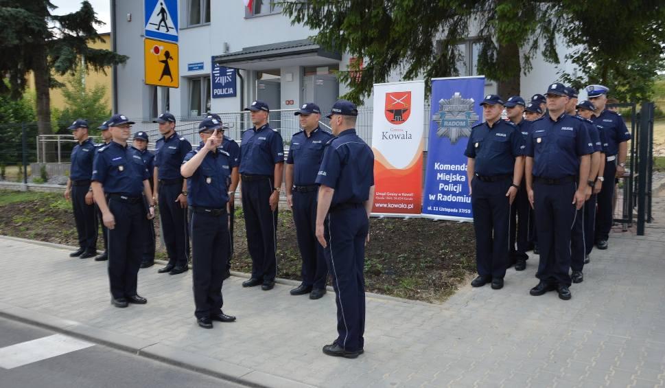 Film do artykułu: W Kowali otwarto nowy posterunek policji. Będzie obsługiwał część powiatu radomskiego. Służbę zaczęło w nim 10 mundurowych.