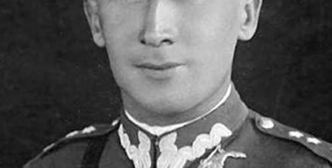Kapitan Roman Czerniawski, polski oficer lotnictwa i superszpieg. Przystojnyjakamant fil¬mowy, równie łatwo łamał serca niewieście, co wciągał kobiety