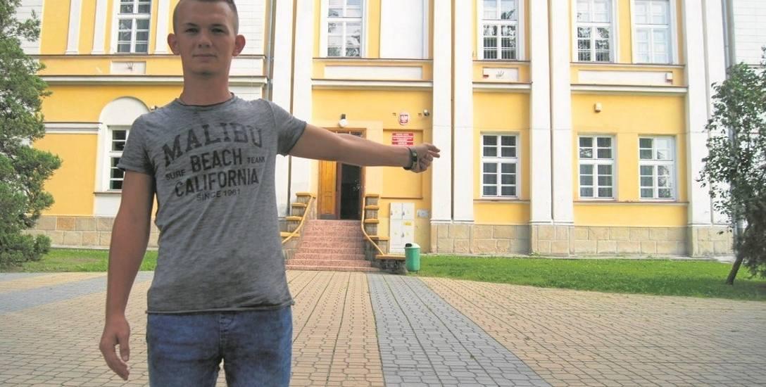 Krystian Przybyło, uczeń IV klasy technikum handlowego, nie wyobraża sobie zamknięcia szkoły