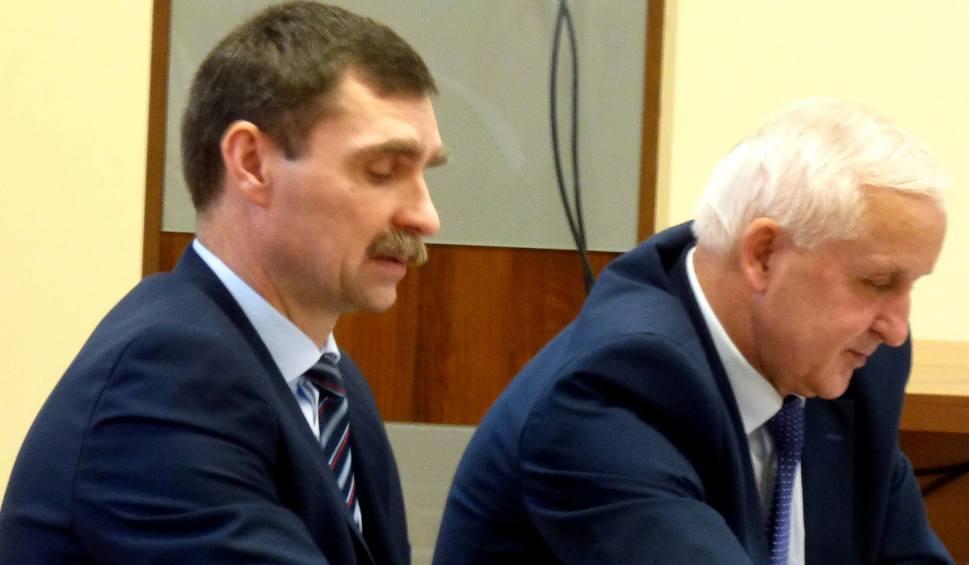 Film do artykułu: Tomasz Mierzwa, odwołany wiceburmistrz Buska-Zdroju, szybko znalazł nową pracę w... Urzędzie Miasta