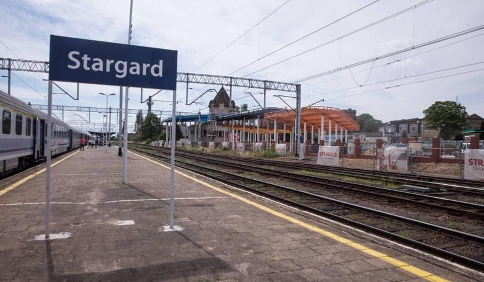 Film do artykułu: Na stargardzkim dworcu PKP mężczyzna wpadł pod pociąg. 35-latek ze Stargardu nie przeżył. Policja wyjaśnia czy był to nieszczęśliwy wypadek