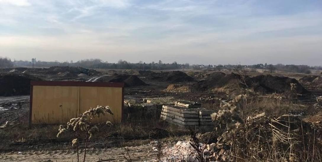 Odpady z krakowskiej firmy przywieziono do Będzina. Kiedy znikną?