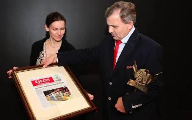 Henryk Recław, prezes Wireland z Bytowa, odbiera nagrodę od Anny Kornackiej, prezes zarządu związku Lewiatan