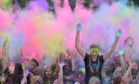 W Białymstoku odbył się Holi Festival. Tłumy ludzi co godzinę obsypywało się wielobarwnym proszkiem przy energicznej muzyce.
