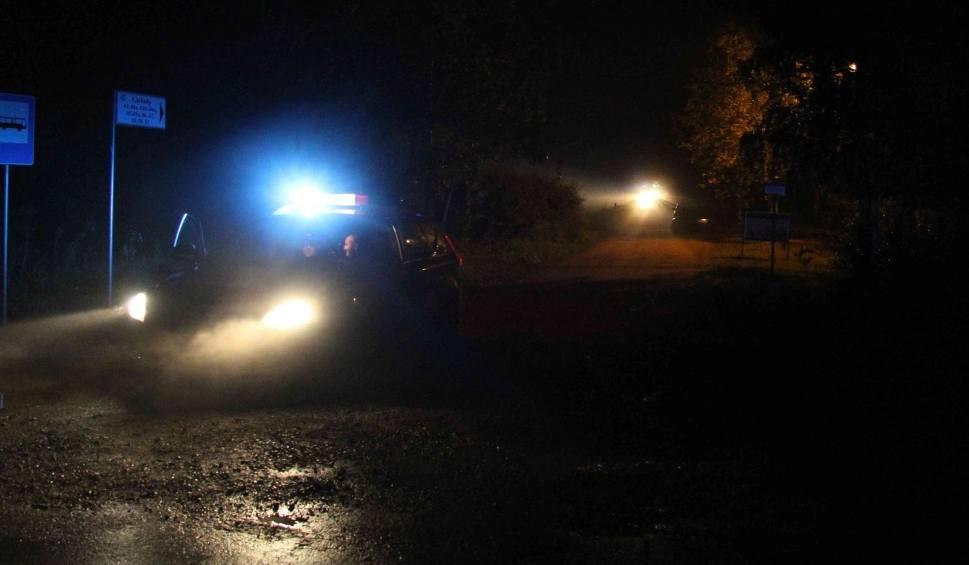 Film do artykułu: Tragedia w Ciekotach. Spalony samochód - w środku dwa ciała!