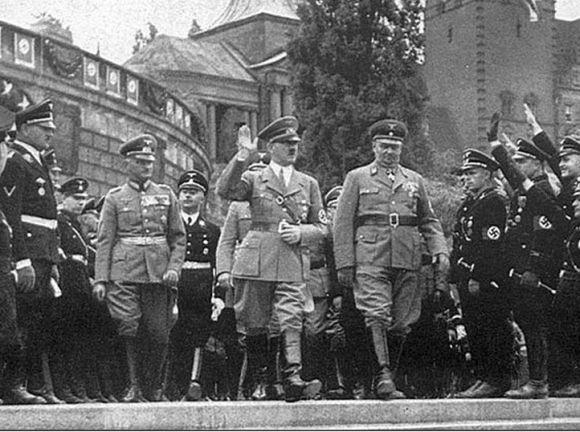 Adolf Hitler zwiedza Hakenterrasse (dziś Wały Chrobrego)