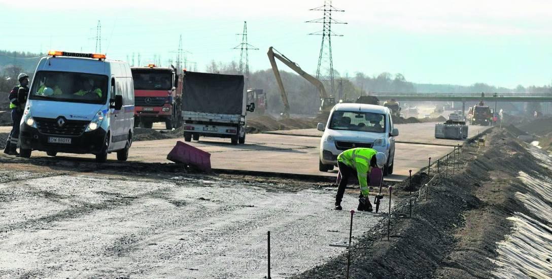 Prace na odcinku nowej obwodnicy Szczecinka między wiaduktem na Bugno a stacją kolejową Chyże