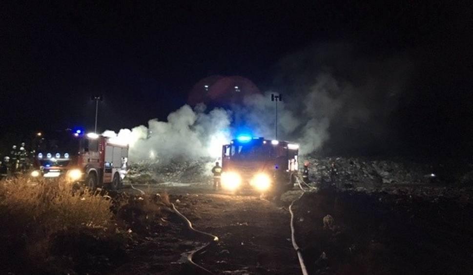 Film do artykułu: Pożar składowiska odpadów we Włoszczowie. Dziesięć zastępów straży w akcji