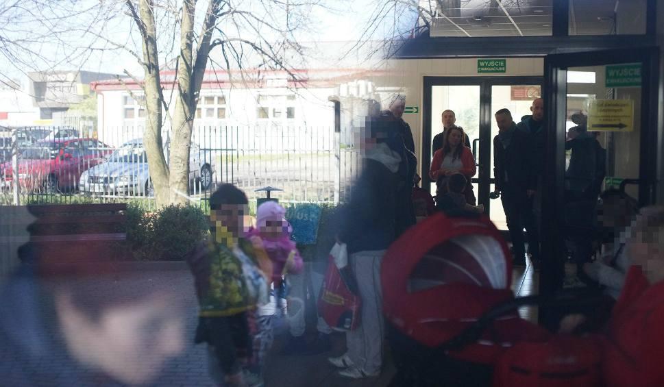 Film do artykułu: Słupski MOPR wypłaca 500 plus. Przed kasą ośrodka ustawiła się kolejka