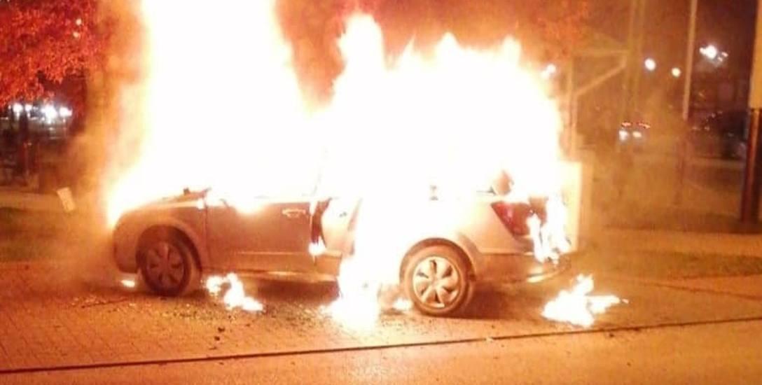 Matka zdążyła wyciągnąć dziecko z palącego się samochodu