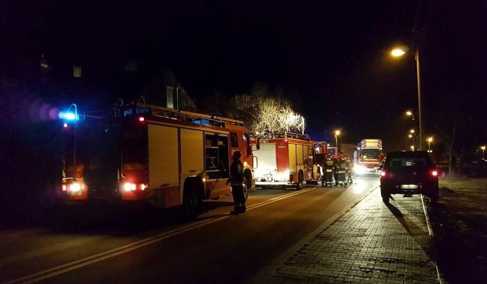 Film do artykułu: Tragiczny nocny pożar w Starachowicach. Nie żyje mężczyzna