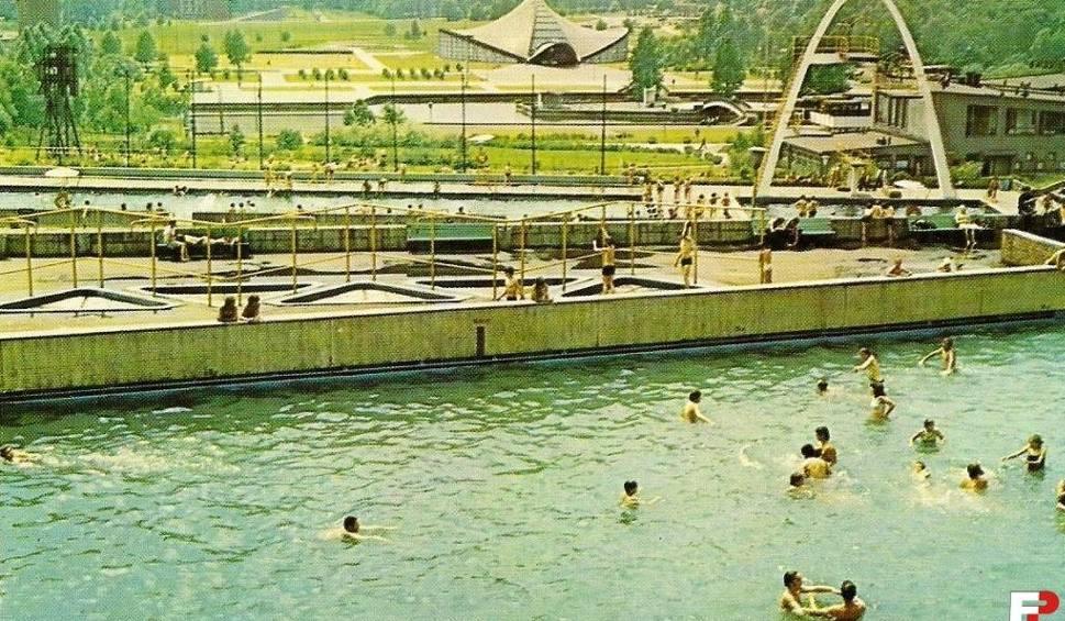 Film do artykułu: Kąpielisko Fala: była sztuczna fala i skoki z wieży, ale także turnieje siatkarskie