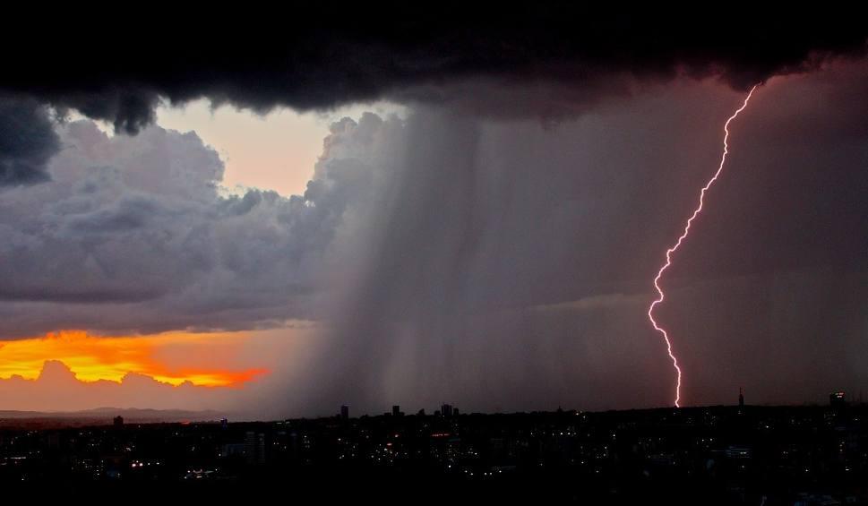 Film do artykułu: Ostrzeżenie IMiGW: nad Śląskiem znów mogą przejść gwałtowne burze. Prognoza na wtorek, 30 lipca WIDEO + ZDJĘCIA