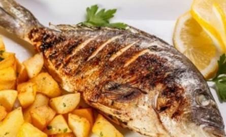 Aby ryba nie rozpadła się, smażmy ją w całości, tj. z głową i ogonem. I takiej właśnie należy szukać w sklepach. Fot. Global Fish