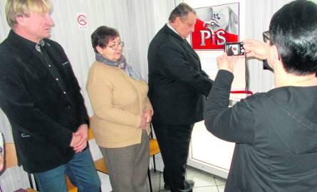Nowe biuro posła Stefana Strzałkowskiego (otwiera drzwi) mieści się w Tychowie przy ul. Wolności 3. Dyżury odbywają się tu w każdy wtorek i czwartek
