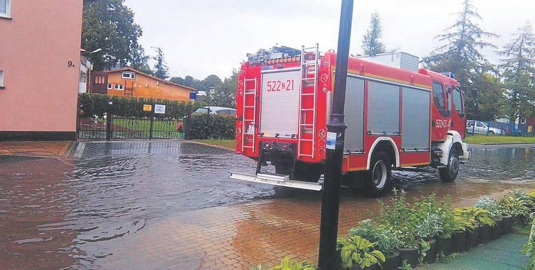 W ubiegły poniedziałek trudna sytuacja była m.in. w Darłowie, gdzie zalane zostały ulice Wilków Morskich i Akacjowa. Strażacy wypompowywali wodę w kilku