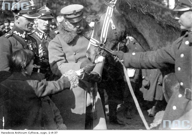 Marszałek Józef Piłsudski urodził się 5 grudnia 1867 r. w Zułowie, zmarł 12 maja 1935 r. w Warszawie